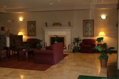 Lobby Sitting Area | Evergreen Inn and Suites