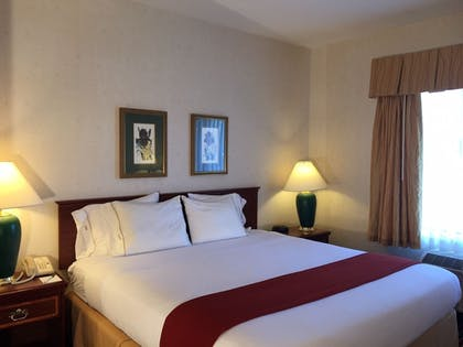 Guestroom | Evergreen Inn and Suites