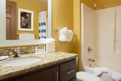 Guestroom | TownePlace Suites by Marriott Indianapolis Park 100