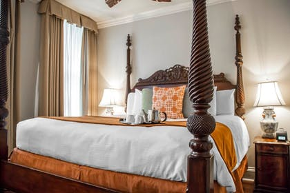 Guestroom | St. James Hotel, an Ascend Hotel Collection Member