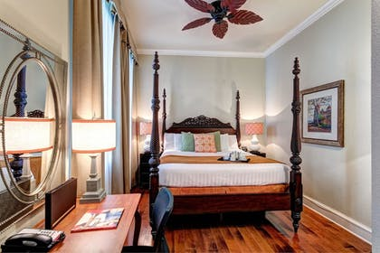 Guestroom   St. James Hotel, an Ascend Hotel Collection Member