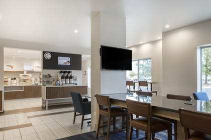 Restaurant | Holiday Inn Express & Suites Chicago West - St Charles