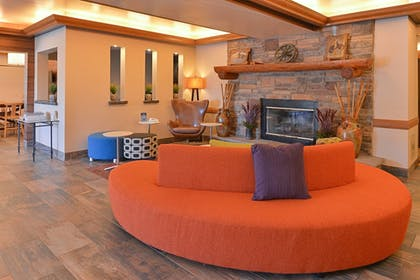 Lobby | Fairfield Inn & Suites by Marriott