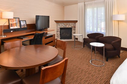 Room | Fairfield Inn & Suites by Marriott