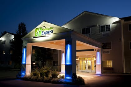 Hotel Front - Evening/Night   Holiday Inn Express North Conway