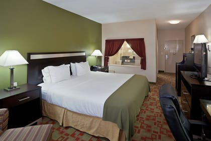 Guestroom | Holiday Inn Express Cleveland Airport - Brookpark