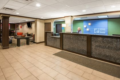 Interior | Holiday Inn Express Cleveland Airport - Brookpark