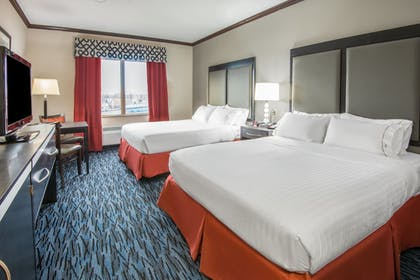 Room | Holiday Inn Express Cleveland Airport - Brookpark