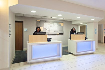 Lobby | Holiday Inn Express Hotel & Suites Oakland-Airport