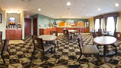 Breakfast Area | Holiday Inn Express Providence-North Attleboro