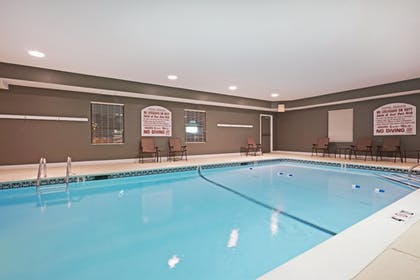 Pool | Holiday Inn Express Providence-North Attleboro