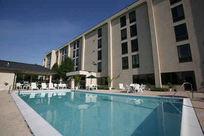 Pool | Hampton Inn Lexington Park