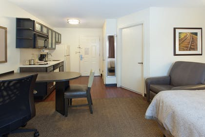 Guestroom | Candlewood Suites Cleveland-North Olmsted
