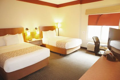 Guestroom   La Quinta Inn & Suites by Wyndham Raleigh/Durham Southpoint