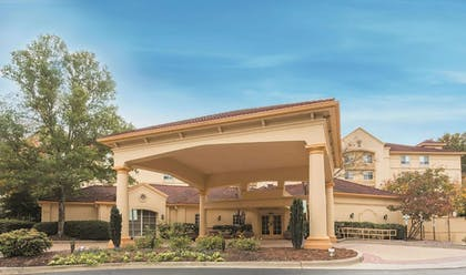 Exterior   La Quinta Inn & Suites by Wyndham Raleigh/Durham Southpoint