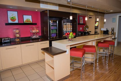 Restaurant | TownePlace Suites by Marriott Houston NASA/Clear Lake