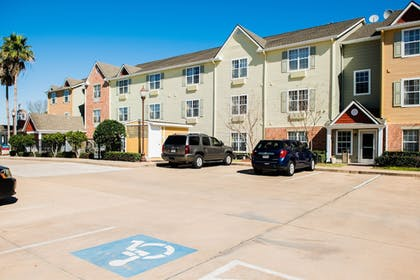 Property Grounds | TownePlace Suites by Marriott Houston NASA/Clear Lake