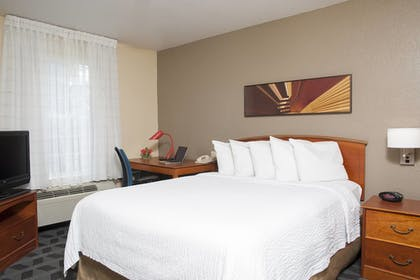 Guestroom | TownePlace Suites Indianapolis Keystone