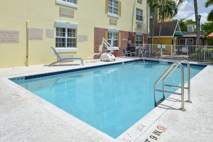 Outdoor Pool | TownePlace Suites By Marriott Miami Lakes