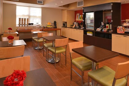 Breakfast Area | TownePlace Suites By Marriott Miami Lakes