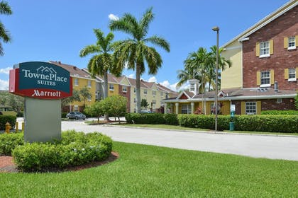 Exterior | TownePlace Suites By Marriott Miami Lakes