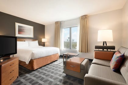Guestroom | Towneplace Suites by Marriott Boca Raton