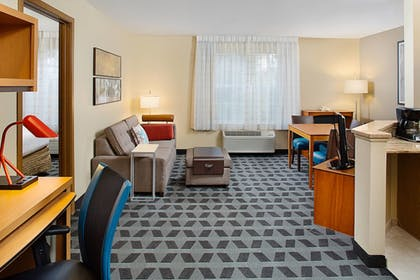 Guestroom | Towneplace Suites by Marriott Horsham
