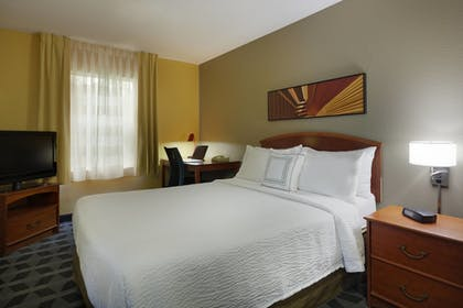 Guestroom | TownePlace Suites by Marriott Tampa North/I-75 Fletcher