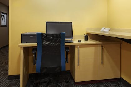 Business Center | TownePlace Suites by Marriott Tampa North/I-75 Fletcher