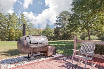 BBQ/Picnic Area | Hawthorn Suites Conyers