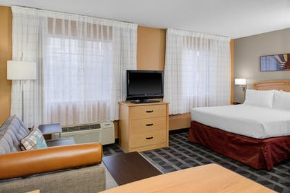 Guestroom | TownePlace Suites by Marriott Wichita East