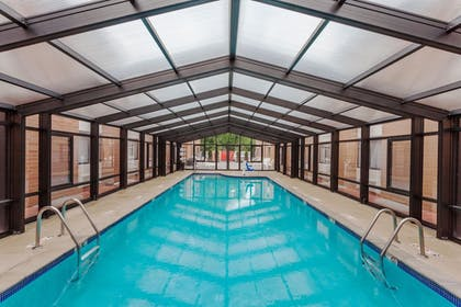 Pool | Baymont by Wyndham Mundelein Libertyville Area