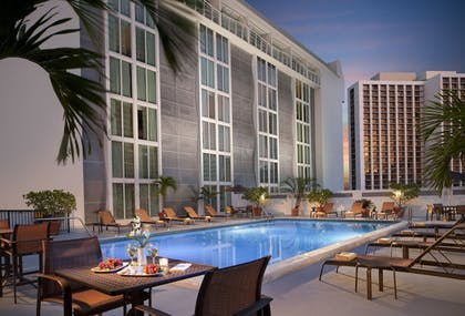 Outdoor Pool | Courtyard by Marriott Miami Downtown