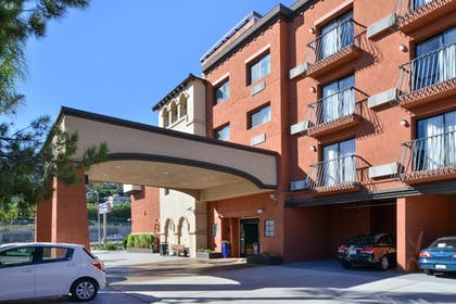 Hotel Entrance | Best Western Plus La Mesa San Diego