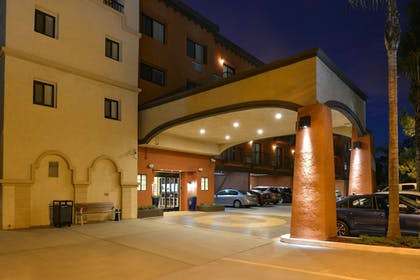 Hotel Front - Evening/Night | Best Western Plus La Mesa San Diego