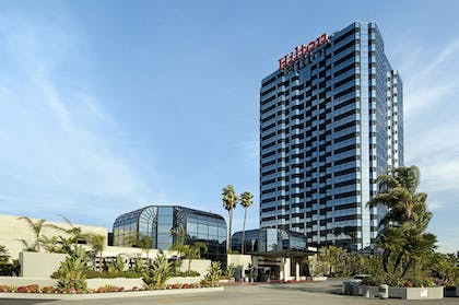 Hotel Front | Hilton Los Angeles-Universal City