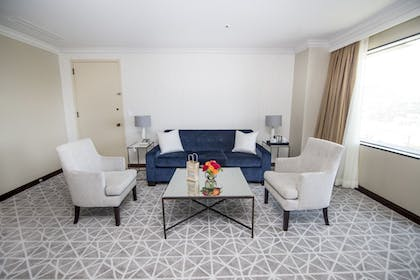 | 1 King Bed Directors Suite + 2 Double Beds Executive Level | Hilton Los Angeles-Universal City