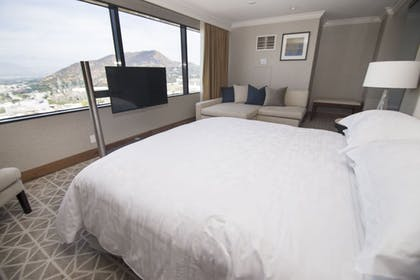 | 1 King Bed Diplomat Suite | Hilton Los Angeles-Universal City