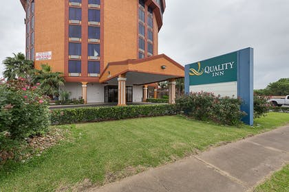 Hotel Front | Quality Inn Pasadena Houston