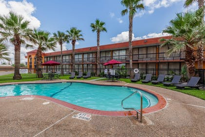 Pool | Quality Inn Pasadena Houston