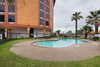 Outdoor Pool | Quality Inn Pasadena Houston