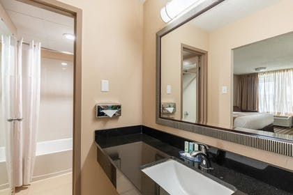Bathroom | Quality Inn Pasadena Houston