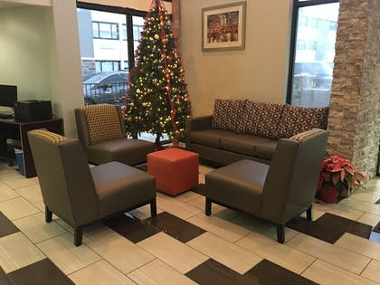 Lobby Sitting Area | Best Western At O'Hare