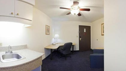 Living Area | Holiday Inn Express Fayetteville- Univ of AR Area