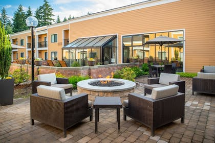 BBQ/Picnic Area | Courtyard by Marriott Seattle Bellevue/Redmond