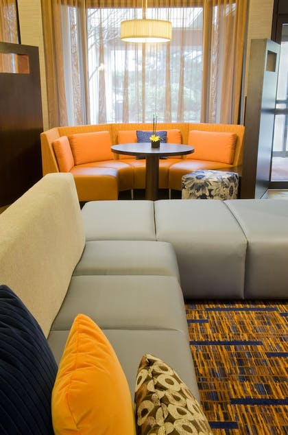 Lobby Lounge | Courtyard by Marriott Seattle Bellevue/Redmond