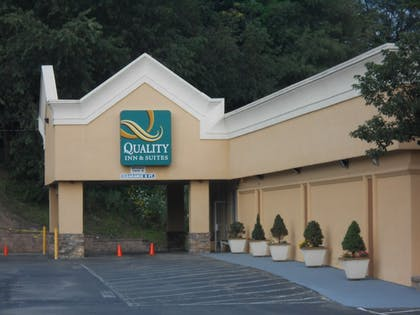 Parking | Quality Inn & Suites