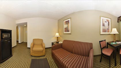 Living Area | Quality Inn & Suites
