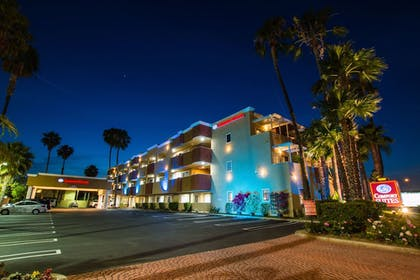 Hotel Front - Evening/Night | Comfort Inn & Suites Huntington Beach