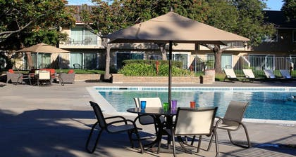 Outdoor Pool | Best Western Plus Garden Court Inn